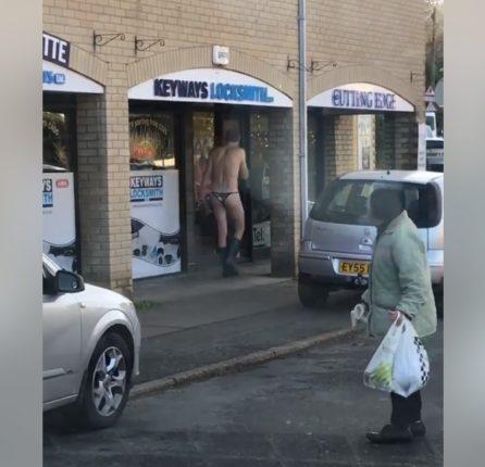 【出典:facebook】ひもパンで外を歩く男性