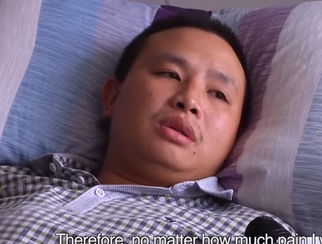 【出典:YouTube】病院で治療を受けるチャオさん