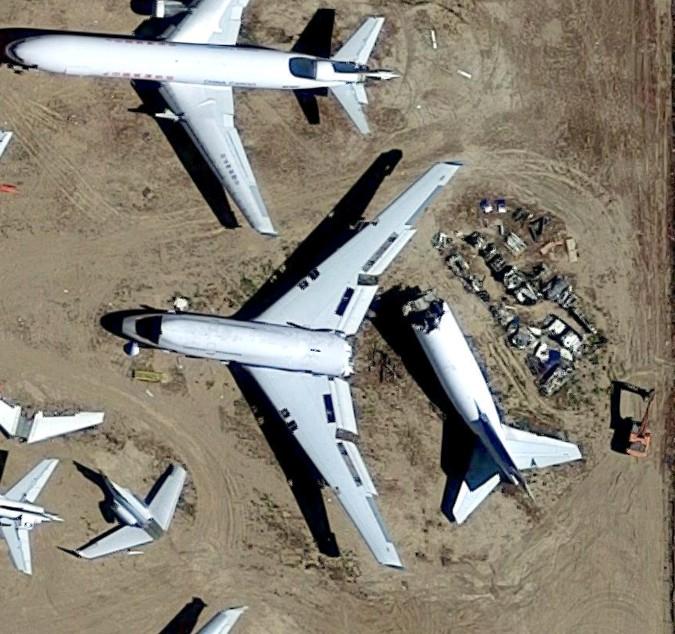 【出典:Googleマップ】真っ二つに破損した旅客機