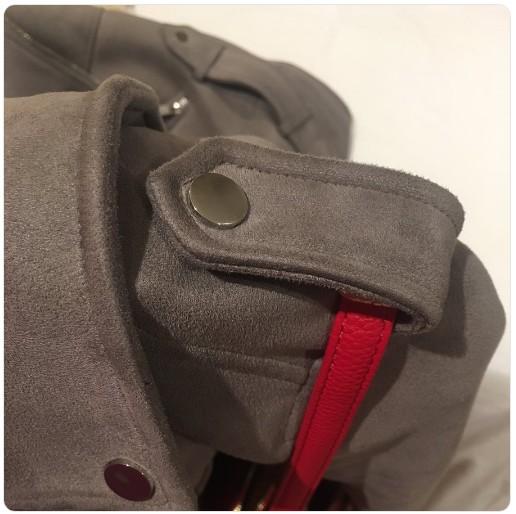 【出典:Francheskahorsburgh/Twitter】肩のボタン付ベルトの使い方に注目が集まる