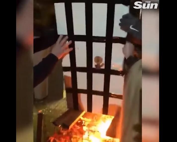 【出典:The Sun/YouTube】昨年大惨劇をまねいたロンドン高層火災の再現動画
