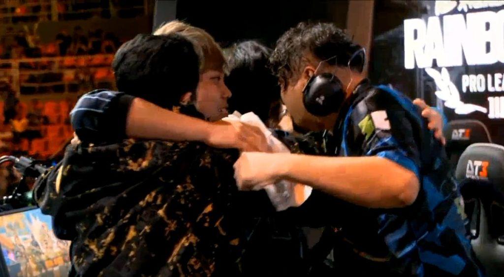 【出典:レインボーシックス シージESPORTS/YouTube】準決勝進出が決定した瞬間の野良連合