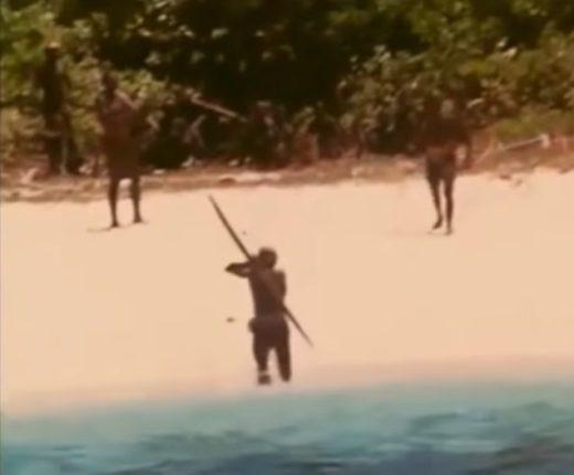 【出典:YouTube】外界との接触を完全に断っているインドの先住民