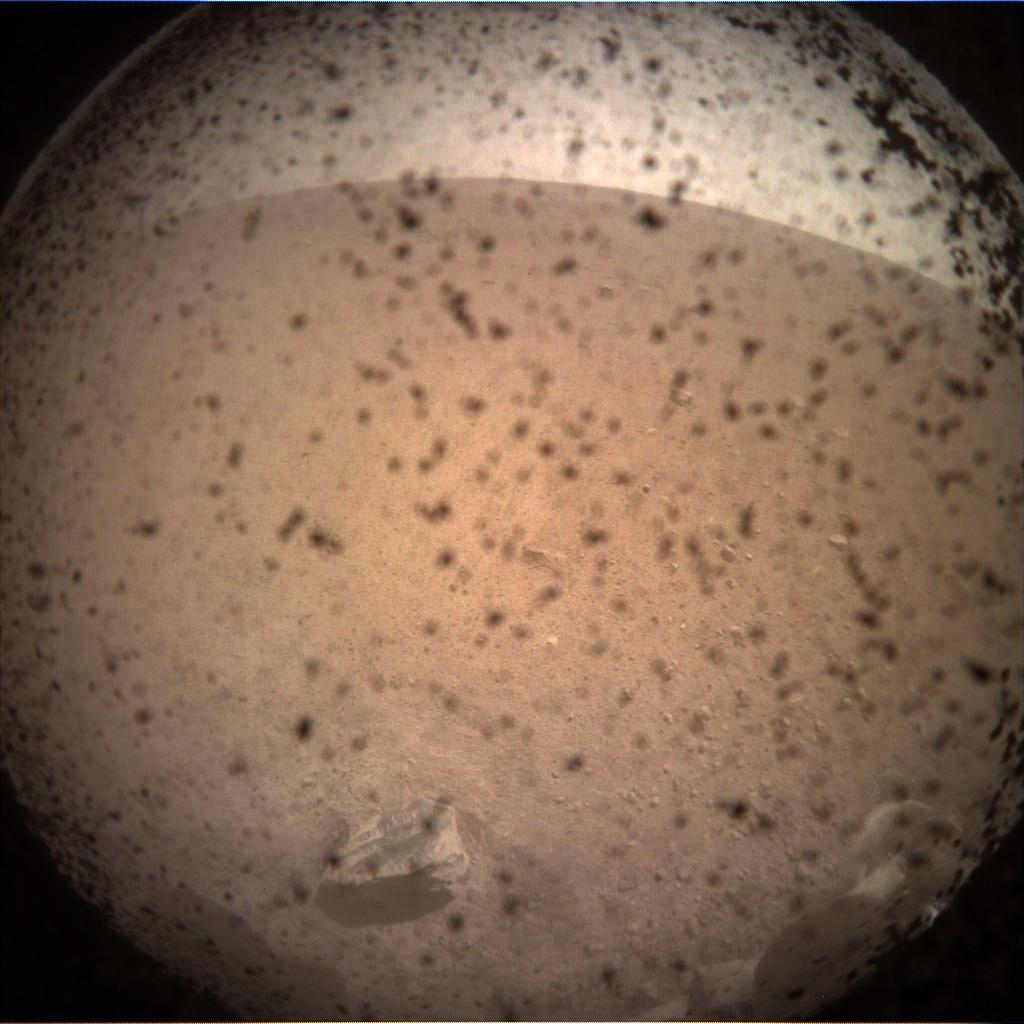 【出典:NASA/JPL-Caltech】無人探査機インサイトが送って来た火星の画像