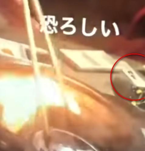 【出典:-話題の動画-WORLD VIDEO/YouTube】焼肉屋で捉えられた不適切動画